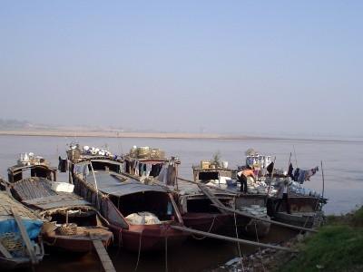 Sông Hồng ở Bát Tràng  -  ảnh ĐQN