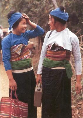Hai thiếu nữ Mường (Hoà Bình)  -   ảnh NVH
