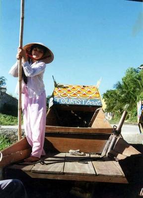 Thuyền chở khách du lịch trên sông Hương -  ảnh NVH