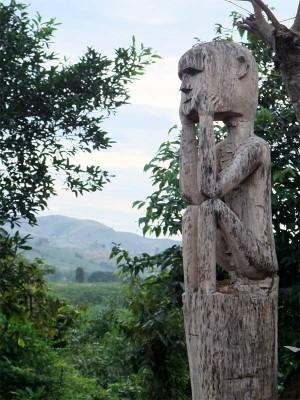 Tây Nguyên : tượng trong nhà mồ