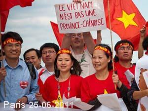 bieutinh-paris-2011.jpg